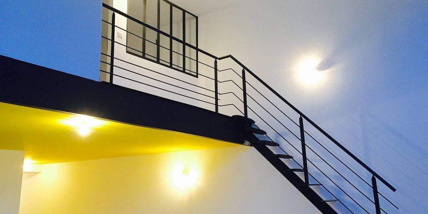 Transformation d'une piscine intérieur d'hôtel en appartements