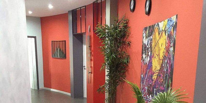 Transformation et rénovation d'un couloir d'accès à des lofts